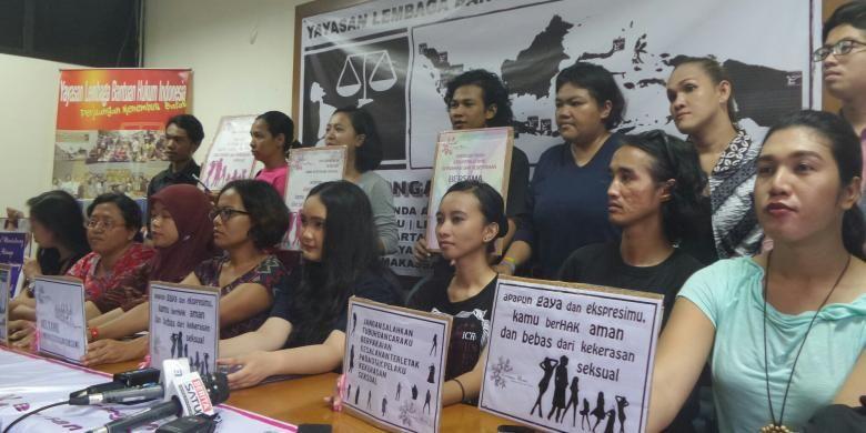 Kasus pemerkosaan dan pembunuhan seorang siswi SMP di Bengkulu berinisial YN (14) menimbulkan reaksi keras dari banyak elemen masyarakat.   Sebanyak 118 organisasi masyarakat sipil melakukan jumpa pers di YLBHI, Jakarta Pusat, Selasa (3/5/2016), mendesak Pemerintah Joko Widodo untuk segera bertindak dalam merespon kasus kekerasan tersebut karena dinilai sebagai sebuah kondisi darurat nasional,