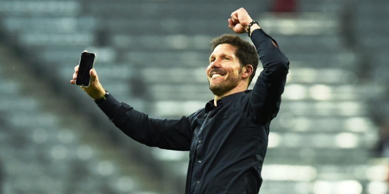 Pelatih Atletico Madrid, Diego Simeone, bersuka cita atas keberhasilan timnya lolos ke final Liga Champions.