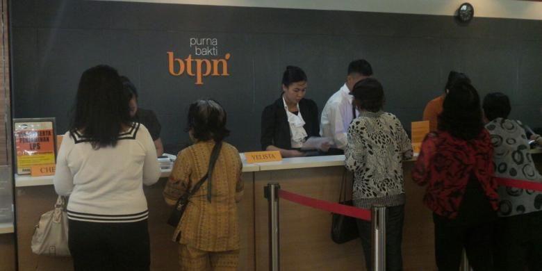 Nasabah Purna Bakti BTPN di kantor cabang Manado, Sulawesi Utara, Rabu (4/5/2016).