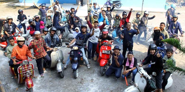 Anggota Kutu Community Region Yogyakarta mengajak anak yatim di Panti Asuhan Al Hikmah, Sleman, Yogyakarta untuk riding naik Vespa. Mereka juga diberi penyuluhan kesehatan, terutama tentang cara menjaga kebersihan diri.