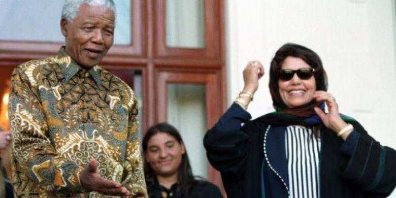 Safia Khadaffy dan Nelson Mandela di Cape Town, Afrika Selatan.