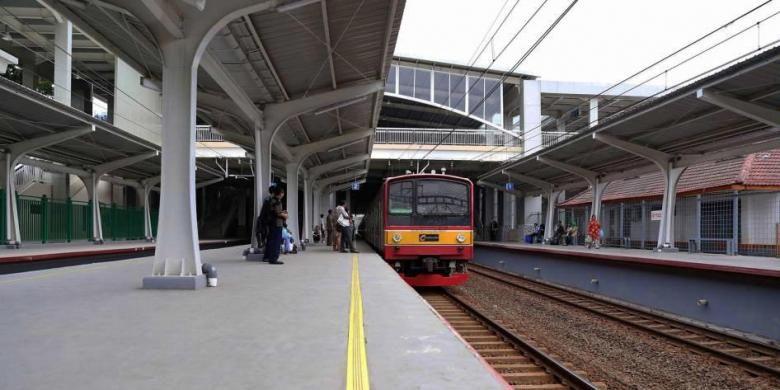 Suasana di Stasiun Kebayoran, Jakarta Selatan, setelah direnovasi, Kamis (26/5/2016). Tiga stasiun kereta komuter di wilayah Jabodetabek, yaitu Stasiun Kebayoran, Stasiun Parung Panjang, dan Stasiun Maja, direnovasi menjadi lebih modern untuk mengakomodasi jumlah penumpang yang semakin banyak.