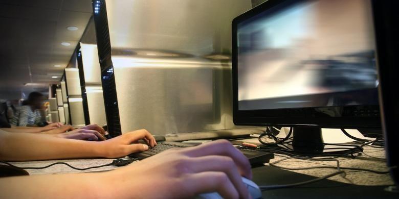 Ilustrasi bermain game di PC