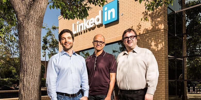 Microsoft mengumumkan mengakuisisi LinkedIn, Senin (13/6/2016).