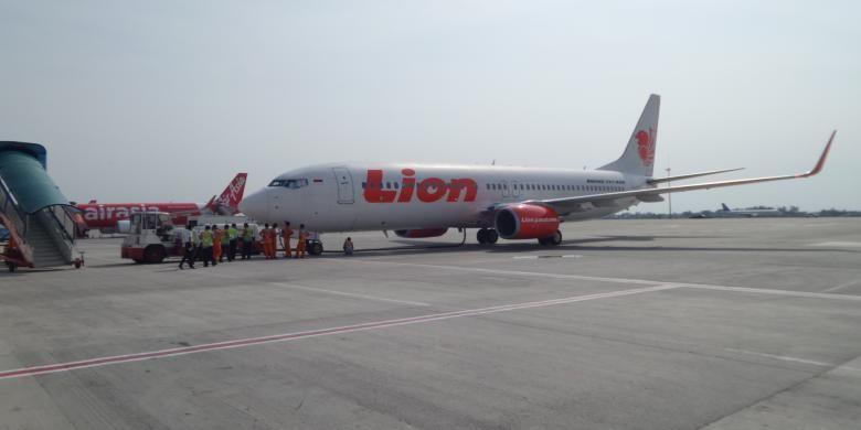 Pesawat Lion Air di airside Terminal 3 Ultimate Bandara Soekarno-Hatta, Senin (20/6/2016).