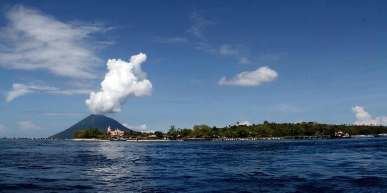 Salah satu sisi di Pulau Bunaken, Sulawesi Utara yang tersohor dengan Taman Lautnya yang sangat indah.