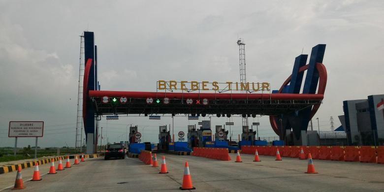 Gerbang Tol Brebes Timur. Tarif untuk melintasi Tol Pejagan-Brebes Timur Rp 20.000.