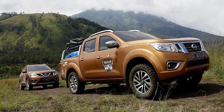 Mobil Nissan Navara saat menuju Kawah Wurung, Banyuwangi, Jawa Timur, Kamis (5/5/2016).