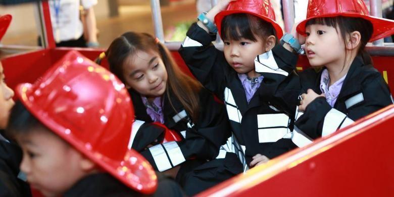 KidZania mengajak anak-anak menggapai impian mereka. Mulai dari pilot, ilmuwan, pemadam kebakaran, dokter, polisi, sampai aktor/aktris.