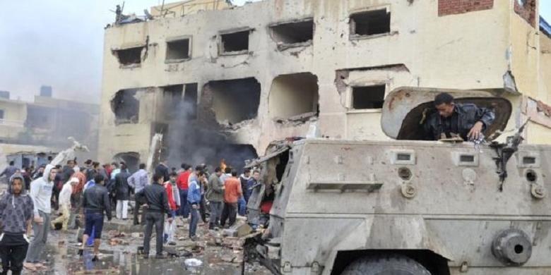 Sinai Utara, termasuk di dalamnya kota El-Arish, telah berulangkali menjadi target serangan oleh kelompok garis keras Negara Islam di Irak dan Suriah (ISIS).