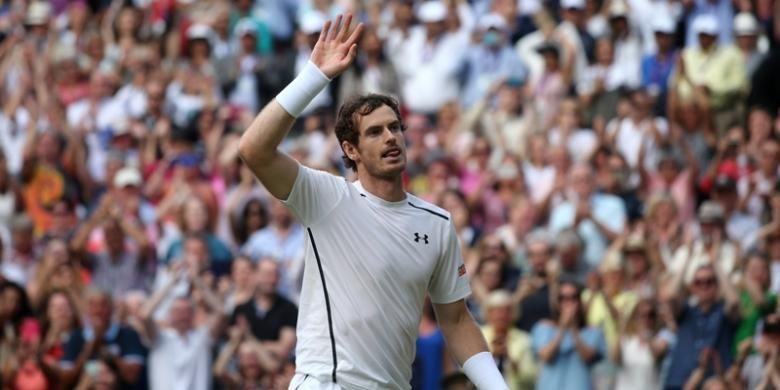 Petenis Inggris Raya, Andy Murray, merayakan kemenangan atas petenis Ceko, Tomas Berdyh, pada babak semifinal turnamen Wimbledon di The All England Lawn Tennis Club, London, Jumat (8/7/2016).