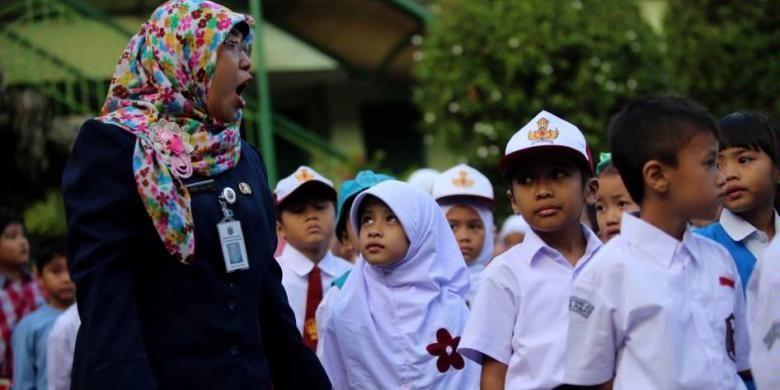 Jangan Sembarang Unggah Foto Anak di Hari Pertama Sekolahnya, Risikonya Bisa Sangat Mengerikan!
