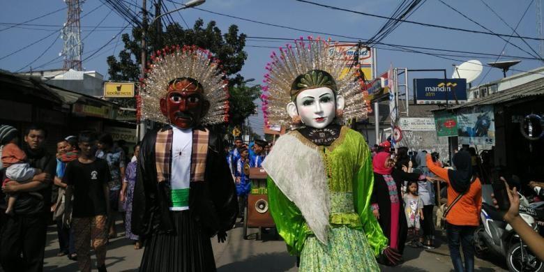 Festival Condet dibuka dengan pawai budaya Betawi di Jalan Raya Condet, Balekambang, Kramatjati, Jakarta Timur, Sabtu (30/7/2016).
