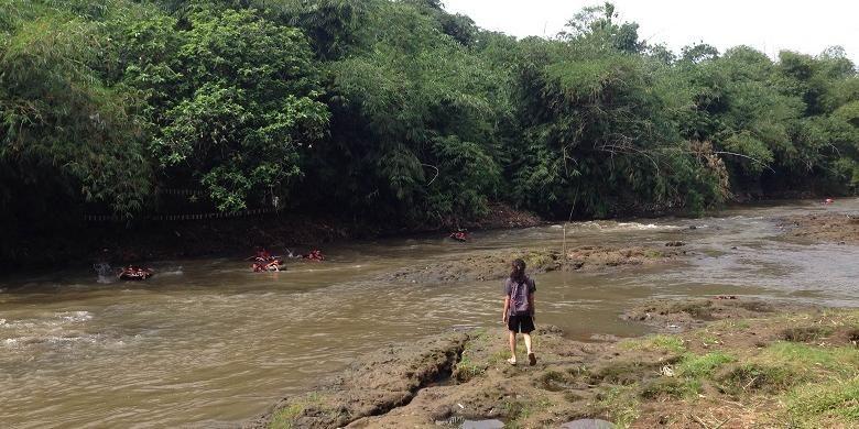 Tempat upacara bendera merah putih di Sungai Ciliwung wilayah Kota Kembang di Kelurahan Depok, Kecamatan Pancoran Mas, Kota Depok, Jawa Barat yang akan dilakukan oleh Komunitas Ciliwung Depok pada 17 Agustus mendatang.