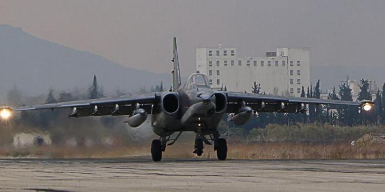 Pesawat pengebom Sukhoi SU-34 milik AU Rusia di pangkalan udara Hmeimim, provinsi Latakia, Suriah.