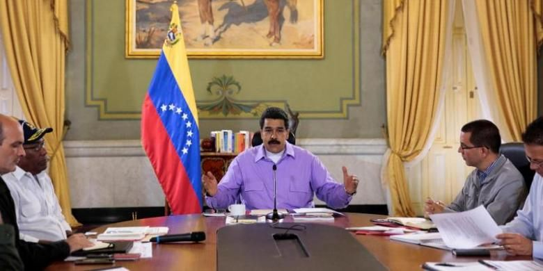 Presiden Venezuela Nicolas Maduro memimpin rapat kabinet di Istana Miraflores, Caracas.