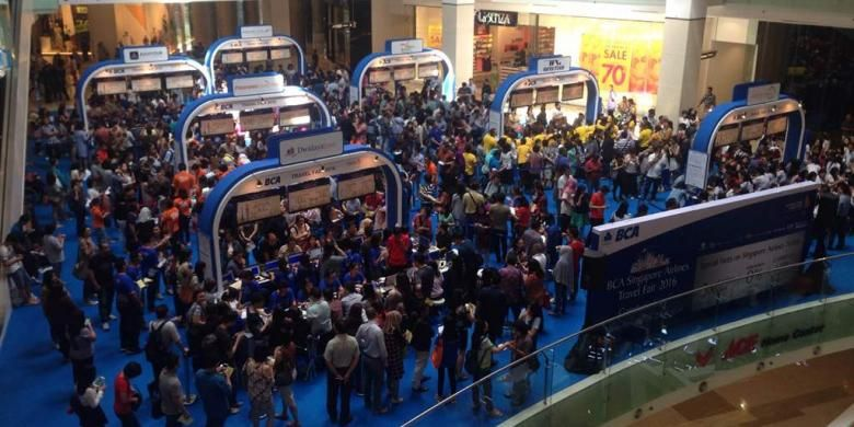 Pameran wisata Singapore Airlines - BCA di Main Atrium Gandaria City, Jakarta, Jumat (26/8/2016). Beberapa agem wisata seperti Panorama Tours, Smailing Tour, Aviatour berpartisipasi dalam Singapore Airlines - BCA Travel Fair.