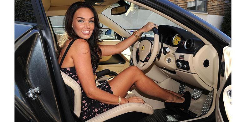 Pengemudi wanita jangan pakai high heels saat mengemudi