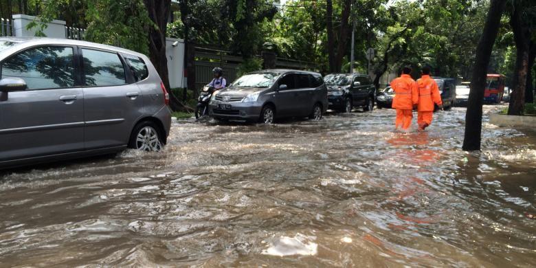 Genangan di Jalan Gereja Theresia, Jakarta, Selasa (30/8/2016).