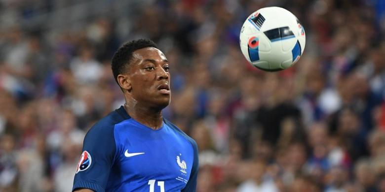 Anthony Martial membela tim nasional Perancis saat melawan Albania pada partai fase grup Piala Eropa di Stadion Velodrome, 15 Juni 2016.