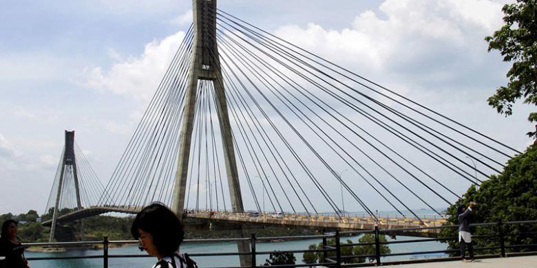 Jembatan Barelang I menjadi salah satu daya tarik wisata Batam, Kepulauan Riau. Pelesir di Batam tidak hanya untuk belanja ke kawasan Nagoya, wisata ke pesisir Batam bisa menjadi pilihan.