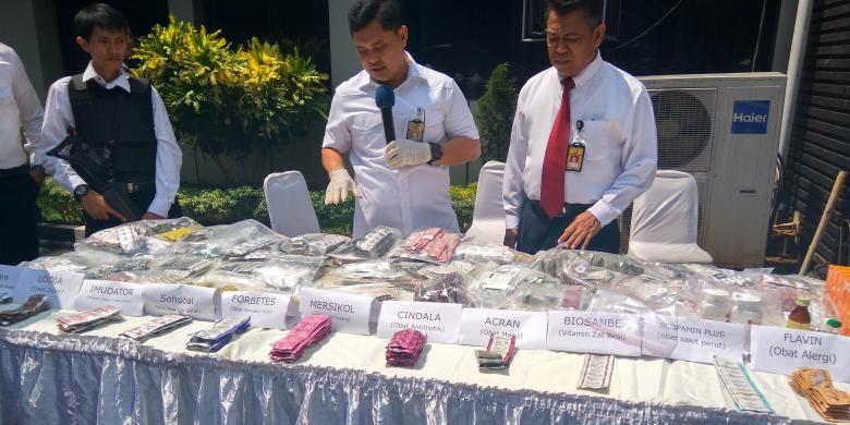 Obat kedaluwarsa yang ditemukan Direktorat Reserse Kriminal Khusus Polda Metro Jaya di Pasar Pramuka, Senin (5/9/2016).