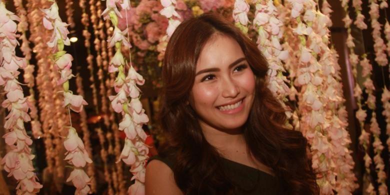 Ayu Ting Ting diabadikan di Grand Indonesia, Thamrin, Jakarta Pusat, Kamis (29/9/2016).