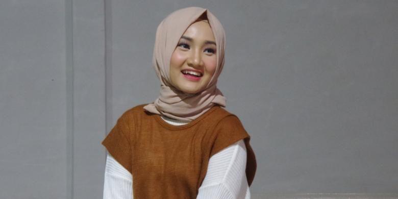 Fatin Shidqia saat shooting video klip Salahkah Aku Terlalu Mencintaimu di Studio 14, Jalan H Kelik, Jakarta Barat, Jumat (30/9/2016).