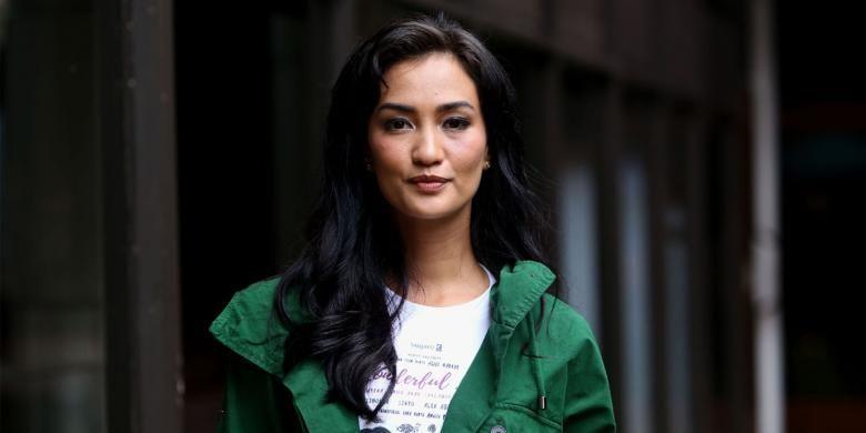 Atiqah Hasiholan berpose usai berbincang seputar film Wonderful Life di Bentara Budaya Jakarta, Jalan Palmerah Selatan, Jakarta Pusat, Jumat (30/9/2016).