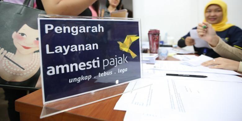 Sejumlah warga mengikuti program Tax Amnesty di Kantor Pajak Kota Tangerang, Jumat (30/9/2016).