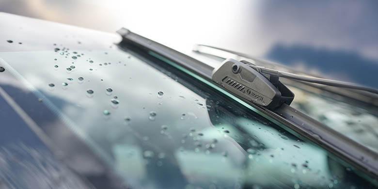 Bosch Wiper Clear Advantage dengan teknologi flat blade(bosch)