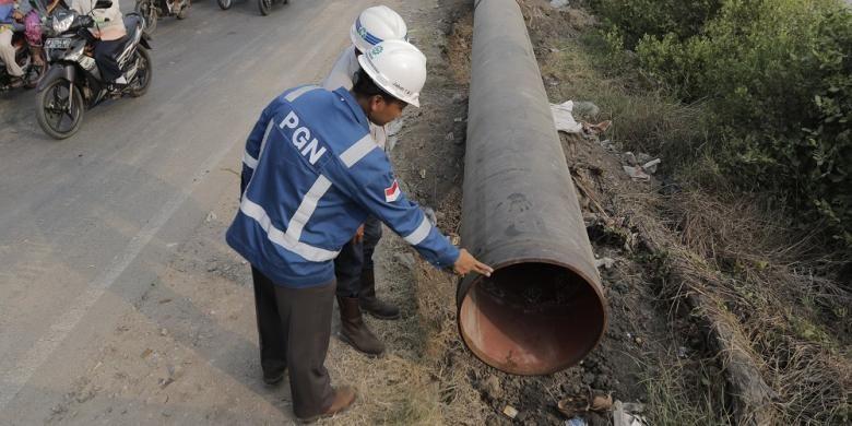 Ilustrasi: Proses pengerjaan jalur pipa gas bumi di jalur Pantai Utara (Pantura). Foto diambil pada Senin (22/8/2016).
