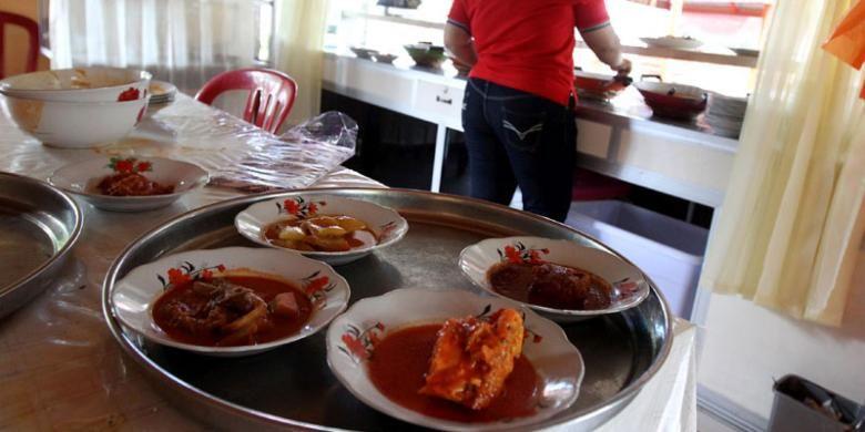 Rumah Makan Inga Raya di tepi Pantai Pariwisata, Kota Bengkulu.