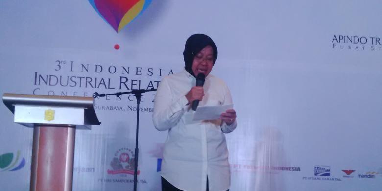 Wali Kota Surabaya Tri Rismaharini memberikan sambutan dalam acara Industrial Relations Conference III di Surabaya, Selasa (8/11/2016).