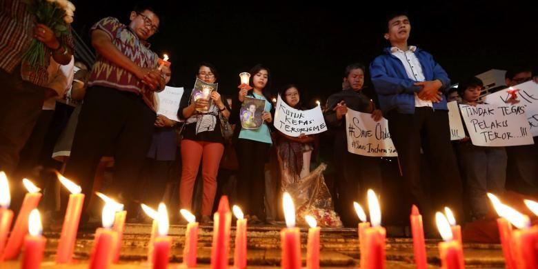 Aksi seribu lilin di Bundaran Hotel Indonesia, Jakarta, Senin (14/11/2016). Aksi damai ini bentuk solidaritas dan doa untuk korban bom molotov di Samarinda.