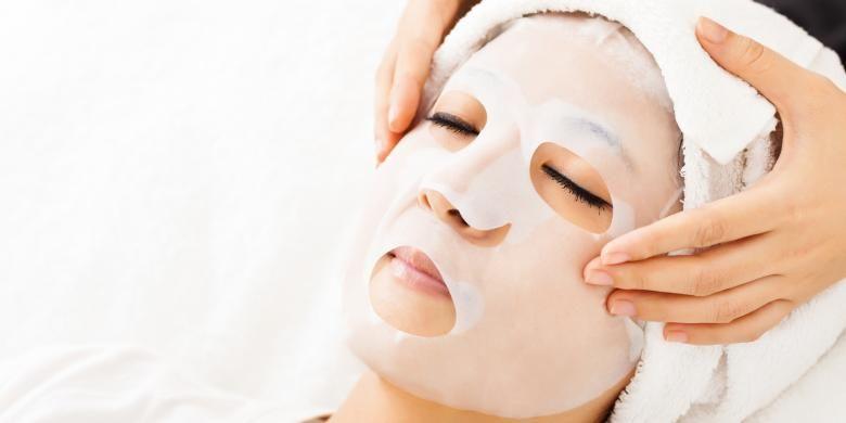 Sekarang, banyak produk kecantikan yang menawarkan sheet face mask. Jadi, pergi ke salon kecantikan atau spa tak perlu dilakoni.