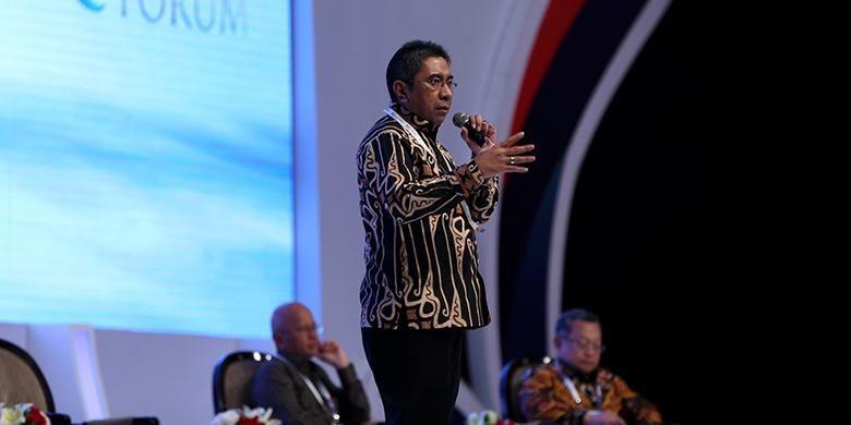 Direktur Utama Pelindo II Elvyn G. Masassya menjadi pembicara saat acara Kompas 100 CEO Forum di Jakarta Convention Center, Kamis (24/11/2016). Para CEO yang tercatat dalam indeks Kompas 100 berkumpul dan berdiskusi dalam Kompas 100 CEO Forum.