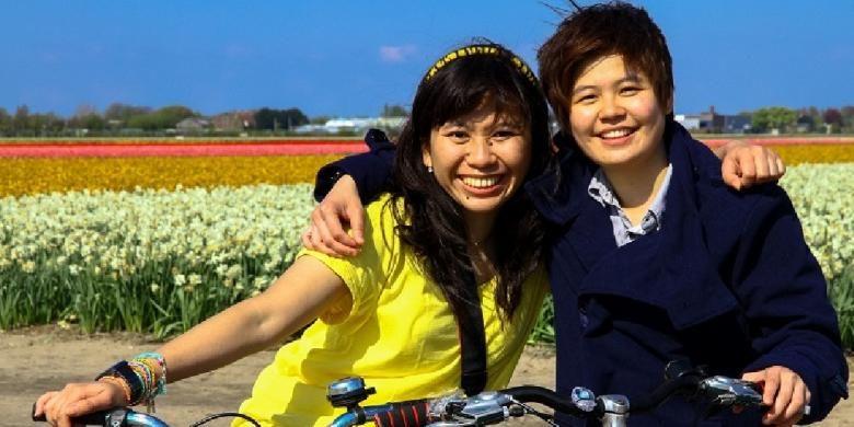 Dua pelajar penerima beasiswa Orang Tulip Scholarship di Arnhem, Belanda.