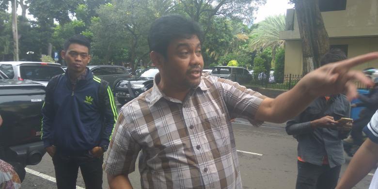Presiden Konfederasi Serikat Pekerja Indonesia (KSPI) Said Iqbal ikut menemani Muhammad Rusdi, Sekjen KSPI yang diperiksa polisi dalam kasus makar, Senin (19/12/2016).