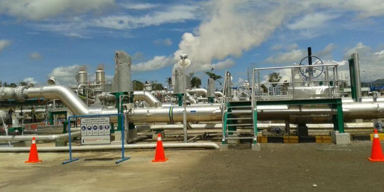 Pipa-pipa penyalur uap dari sumur geothermal di PLTP Lahendong unit 5 dan 6 di Tompaso, Kabupaten Minahasa, Sulawesi Utara. Uap yang disalurkan akan menggerakkan turbin pembangkit listrik dengan kapasitas 2x20 MW.