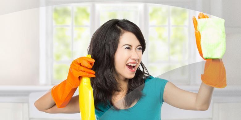 Ilustrasi wanita membersihkan rumah