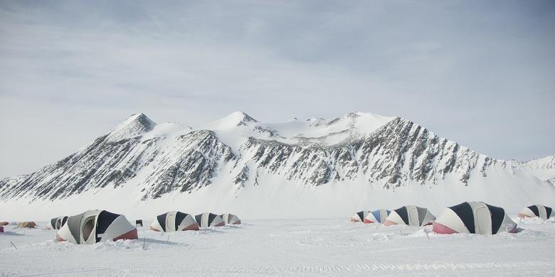 Gunung Vinson Massif di Benua Antartika.
