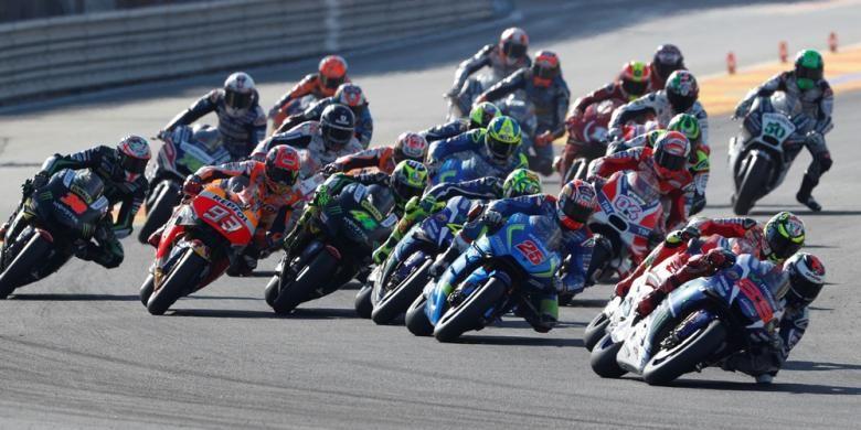 Para pebalap MotoGP bersaing pada balapan GP Valencia yang berlangsung di Sirkuit Ricardo Tormo, Minggu (13/11/2016).