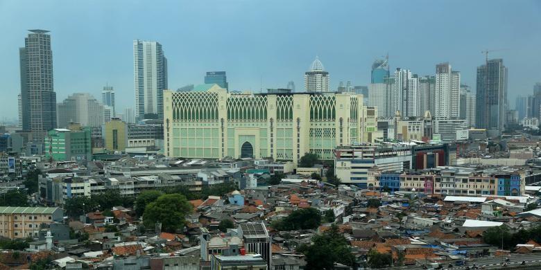 Suasana deretan gedung bertingkat tingkat tinggi atau high rise di Jakarta Pusat, Senin (9/1/2017). Badan Perencanaan Pembangunan Nasional (Bappenas) memperkirakan pertumbuhan ekonomi nasional pada tahun 2017 mencapai kisaran 5,1 hingga 5,3 persen.