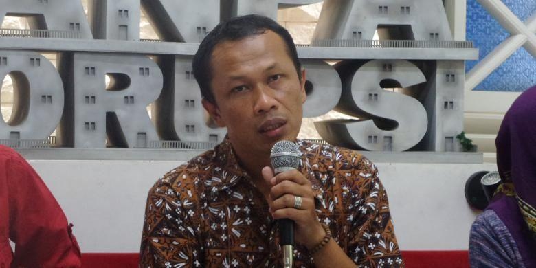 Koordinator Divisi Monitoring dan Analisis Anggaran ICW Firdaus Ilyas dalam diskusi di Jakarta, Selasa (10/1/2017).