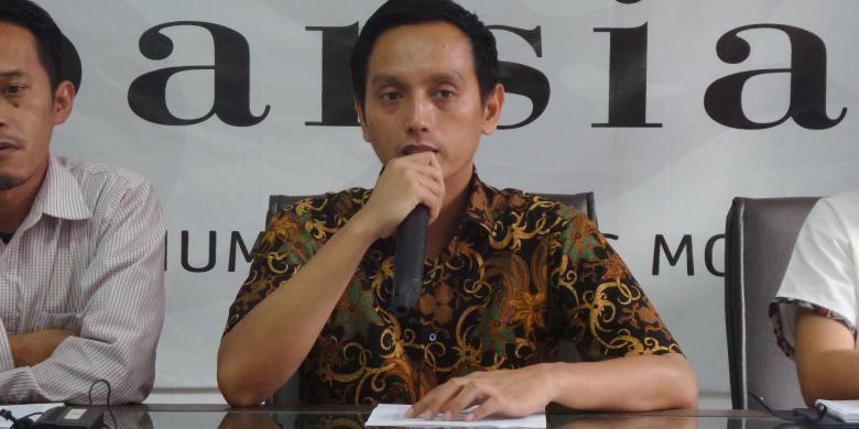 Direktur Imparsial Al Araf di Kantor Imparsial Tebet, Jakarta, Selasa (10/1/2017).