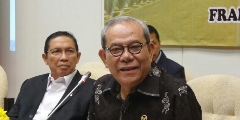 Anggota Komisi II DPR Rambe Kamarul Zaman di Kompleks Parlemen, Senayan, Jakarta, Rabu (18/1/2017).