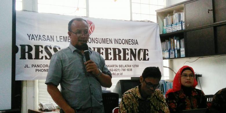 Ketua Harian Pengurus YLKI Tulus Abadi saat konfrensi pers di Kantor YLKI Pancoran, Jakarta Selatan, Senin (23/1/2017).
