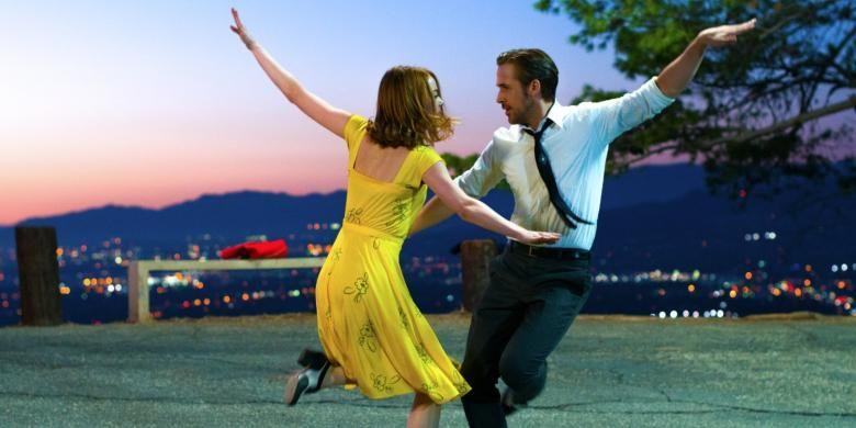 Emma Stone dan Ryan Gosling dalam film La La Land. Film ini mendapat 14 nominasi Oscar 2017, termasuk untuk Emma Stone dan Ryan Gosling.