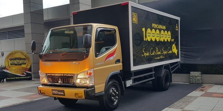 Mitsubishi meluncurkan Colt Diesel edisi khusus dalam rangka merayakan produksi 1 juta unit di Jakarta, Jumat (10/2/2017).